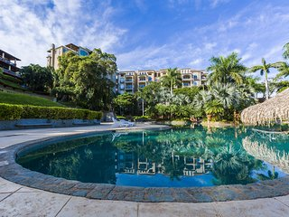 Luxury 2 BR Condo at the Diria Resort, walk to Tamarindo Beach! (Matapalo #202)