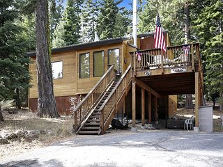 Barking Pine Cabin - private BEACH access, sunny location