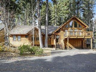 Black Bear Lodge - 4+ bed, 2.5 bath HOT TUB