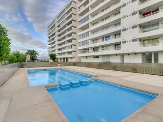 Depto. con vista al mar y piscina compartida- Ocean view Apt. and shared pool