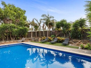 Magnolia - Family Home with Pool, Trampoline and Outdoor Entertaining