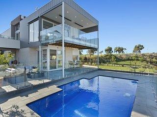 Boat Paradise - Pool, Pontoon and Modern Living