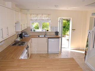 Wonderful cottage annexe, 2 double bedrooms + 2 bathrooms with parking + garden