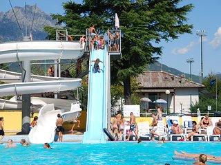 Chalet met 2 slaapkamers aan Luganomeer