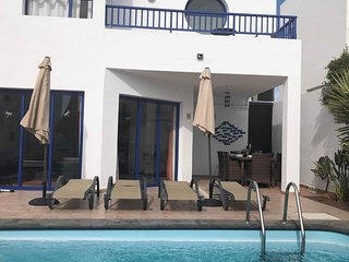 Villa Ruby Lucas, free WIFI, UK tv inc sky/BT, heated pool, A/C, private garden