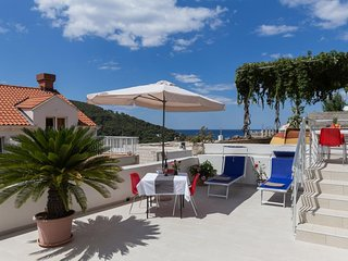 Stuck in the Moment Apartment - One Bedroom Apartment with Terrace and Sea View