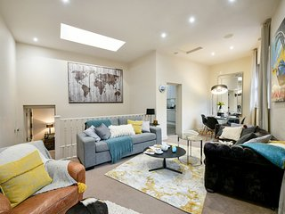 Stunning Oxford Street Mews House near London's Regents