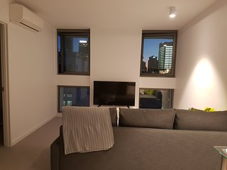 Centrally Located Modern Apartment with FREE WIFI AND PARKING