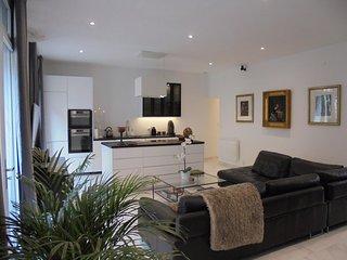 Honesuckle Apartment 5* 2 Bed 2 En-suite Bath in Center of Historic City