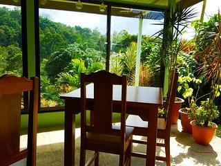 Toucan  Room Sleeps 4 / Free Breakfast