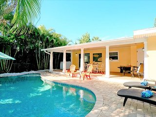 Coral Breeze (B) 2BR / 2BA Duplex with private pool! Pet friendly!