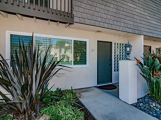 Solana Beach Condominium - 2 Bedroom/ 1.5 Bath, Close to Beaches & Shopping!