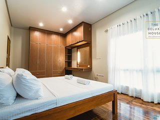 Cozy Room 2 with Shared Bathroom (2 single beds)