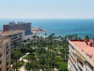 Lujoso apartamento con vistas al mar, muy cerca de la playa