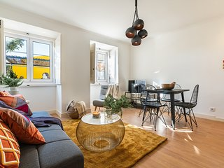 Renovated flat in a loveable, yellow lane