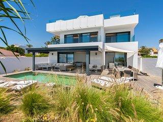 Villa first line beach, 6 bedrooms, private pool, Costabella, Marbella
