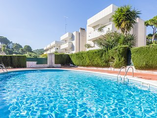 3 bedroom Apartment with Pool, WiFi and Walk to Beach & Shops - 5223641