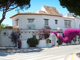 Sitio de Calahonda Villa Sleeps 8 with Pool Air Con and WiFi - 5700395