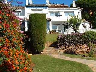 4 bedroom Villa with Air Con, WiFi and Walk to Beach & Shops - 5700395
