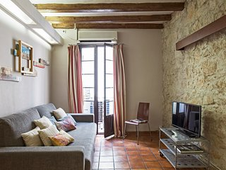 2BR Apartment in the hot spot steps from Ramblas