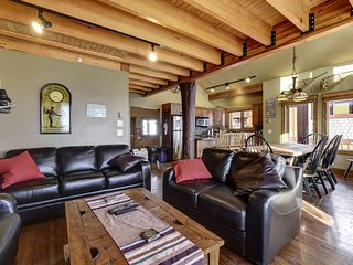 Forest B Sleeps 18 - 3 bedrooms/3 Bathrooms + Den and Hot Tub