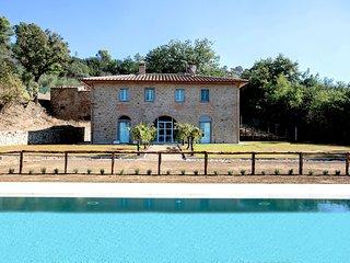 Villa Wisteria - Tuscan Country Villa with Pool
