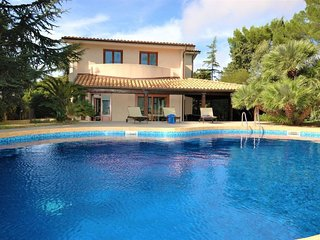4 bedroom Villa with Pool, Air Con and WiFi - 5696678