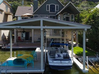 Paddle Time: Open water with dock & boat lift, SUPs & kayaks, game room, dogs ok