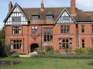 Serviced Luxury Country Manor House near Cambridge for 20 people
