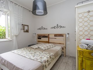 Romantic apartment in old town next to the sea. Cosy couple and family retreat!