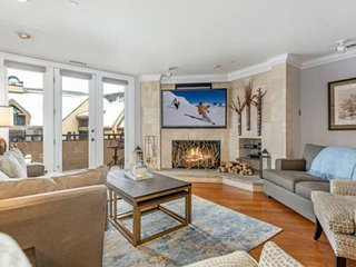 Newly Listed Luxury Condo!Steps to Beaver Creek Village, Mountain Views & Indoor