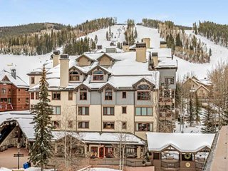 Beautiful Updated Condo at BC Lodge, Steps to Lifts, Shops & Restaurants, Year R