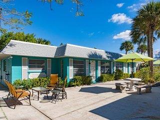 Palm Court Villas- 210 B Magnolia Ave, Anna Maria