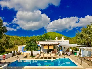 holiday home in ibiza VILLA 5 double bedrooms 3 BATHROOMS 2 Kitchens  POOL SEA