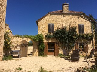 Character Barn conversion in tranquil location near medieval Dordogne village