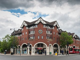 Twickenham, Richmond -2 bdrm apt Safe Central Cozy sleeps 4 - No smoking
