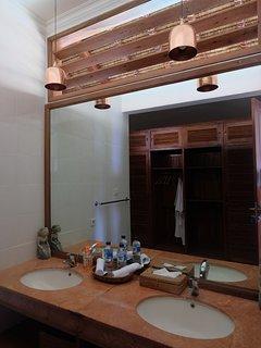 detail second bathroom