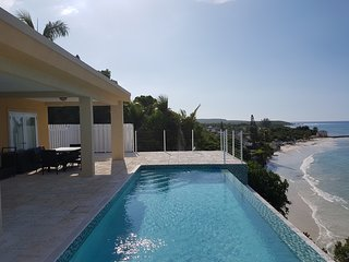 Beachfront 3 bed Villa, fully staffed, airport transfers included in Winter