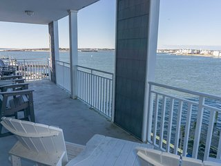 Large Bayfront Condo Downtown close to Boardwalk, Beach, SAVE 15% BOOK BY 6/2
