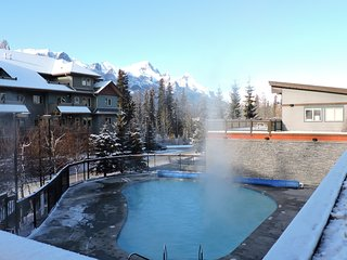 Rocky Mountain Condo - Heated OPEN Outdoor Pool/ 3 Hot tubs/ Fitness Centre