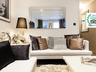 Explore the Heart of London from an Exquisite Townhouse