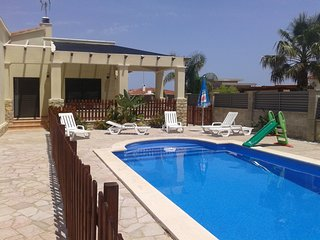 FAMILY HOUSE PRIVATE SWIMING-POOL, BBQ, WIFI AND AIR CONDITIONING-GIRONA