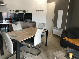 Appartement 45 m2, 2 a 4 pers, climatise, Wifi, vue montagne, calme, proche mer