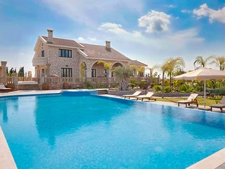 Eleftheria Grand Mansion