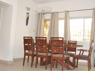 Charmant appart Yaoundé près Bastos meublé - WIFI, TV satellite et Ménage inclus