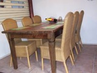 Spacious 6 person dining area