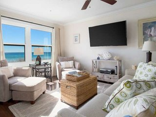 Beach Front Condo with gorgeous Gulf Views!  Sleeps 10. FREE Wifi. No Hurricane