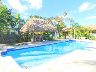Tropical Breeze 6/6 for 16 Large Heated Pool