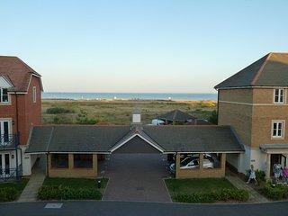 Harbour Break, a spacious apartment with sea view, sleeps 4.