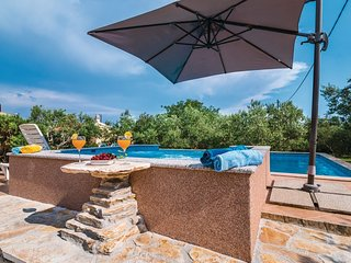 Family Hideaway for 10 in Kastela near Split with Pool&Sauna